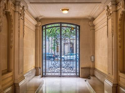 Paris XVI - Luxurious 2 bedroom apartment near Porte Maillot in a Haussmannian building. 116 sqm