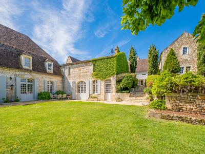 Stunning country estate at the foot of Château des Milandes with amazing view over the Dordogne valley !