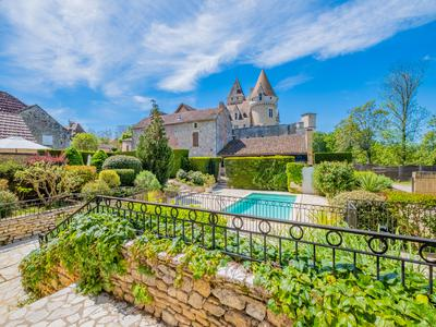 Sold!  Stunning country estate at the foot of Château des Milandes with amazing view over the Dordogne valley !
