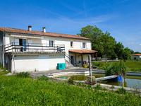 French property for sale in MONTMOREAU ST CYBARD, Charente - €267,500 - photo 2
