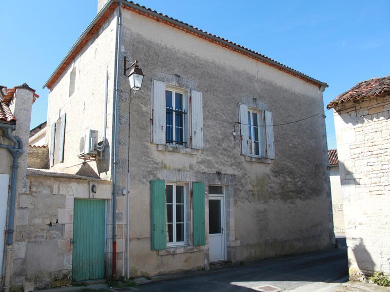 Maison à vendre à MARCILLAC LANVILLE(16140) - Charente