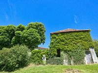 French property for sale in CHALAIS, Charente - €299,600 - photo 4