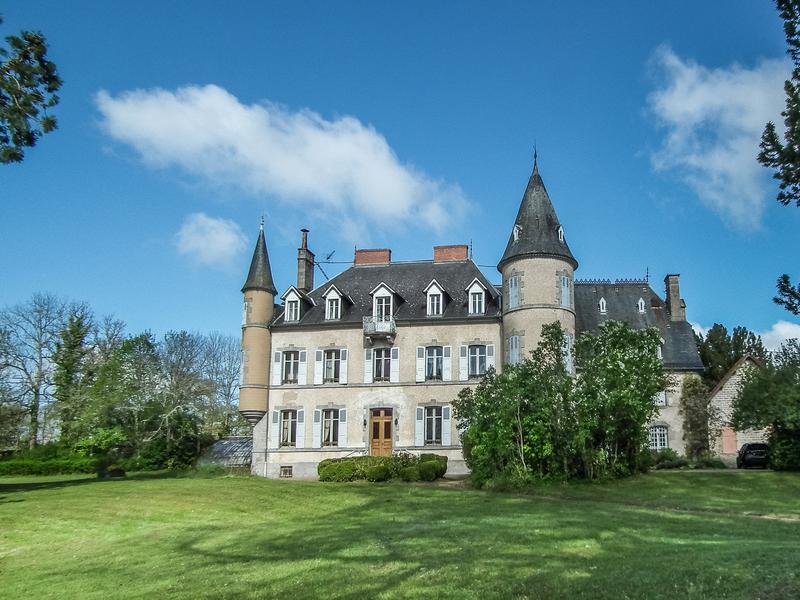 Chateau à vendre à FELLETIN(23500) - Creuse