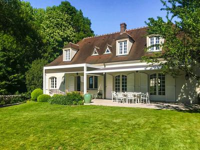 Charming 5 bedroomed home only 20k east of Paris