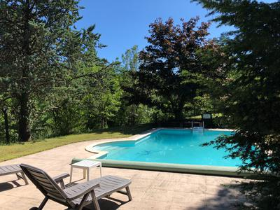 Magnifique Country house only 5 km from the cathedral of Albi in absolute calm without close neighbors, swimming pool and outbuildings on a wooded plot of 4.2 ha