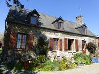 Belle maison de campagne sans vis à vis 14 km de St Hilaire du Harcouet.  Vue magnifique.