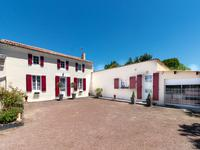 maison à vendre à NEUVICQ LE CHATEAU, Charente_Maritime, Poitou_Charentes, avec Leggett Immobilier