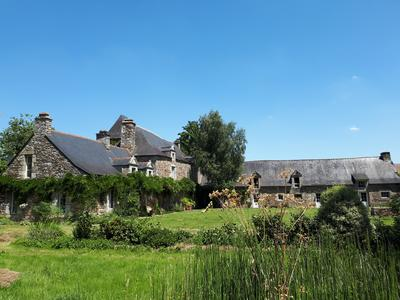 Immaculately renovated 16th Century Manor in stunning Rochefort en Terre with 9 bedrooms, nearly 2 hectares of grounds, private Class 1 fishing, possibility of Chambres d'Hotes, artist's studios and workshop.