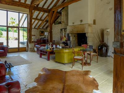 Magnificent property with guest house near Périgueux
