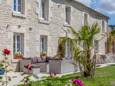 Two superb traditionnal stone houses for B&B use in a village with all amenities and very close to La Rochelle