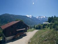 Chalet de ski magnifique dans Saint Gervais, avec 6 chambres et profitant des vues spectaculaires de Mont Blanc. Vendu avec un appartement indépendant- 3 chambres, local a ski / chaussures, 2 garages et une annexe de 70m2.