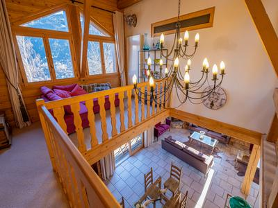 Stunning luxury ski chalet UNDER OFFER IN St Gervais, with amazing Mont Blanc views. 6 bedrooms and a self contained 3 bedroom apartment, garage, and 70m2 annexe.    Sauna, Hot-tub, great terrace facing Mont Blanc.  Under an hour to Geneva.