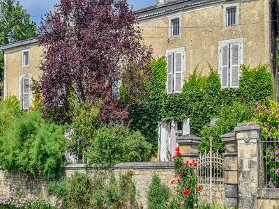 Stylish traditional detached traditional Charentaise house with period features overlooking the river.  B&B, paddock, 6 en-suite bedrooms.