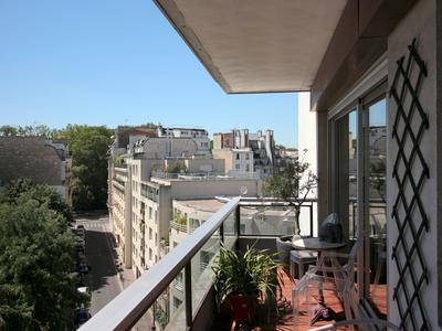 PARIS 75014,  100m from Parc Montsouris,  superb spacious 3 Bedrooms apartment,  (4 rooms) 93 m²,  separate kitchen, 2 balconies 16m² South & West facing, (see 360, video and map), bright and peaceful, on 5th floor of a well maintained 1970 building serviced by 2 lifts. Several closets,  bathroom and shower room + WC,  2nd separate toilet. 1 cellar with possible underground parking space.  5 minutes walk from Parc Monsouris RER