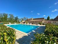 Large ensemble périgourdin de 3 maisons pour 6 appartements/gîtes, avec 3 piscines, dépendance avec 30 boxes/chenils sur 3,5 hectares de parc paysager, accès privé à la rivière, à 15km de Bergerac