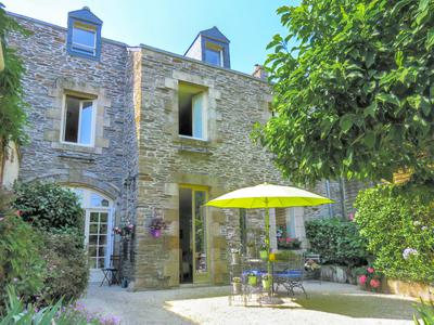 Central Rochefort en Terre!  Stunning, bourgeois stone townhouse, immaculately finished with four bedrooms, large garden, fantastic views across the valley with a shop attached.