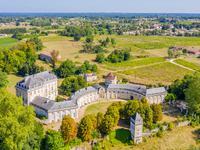 Magnifique château avec vue sur la Dordogne, aux portes de Bordeaux.