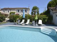 Maison Charentaise rénovée avec charme, 4 chambres, avec piscine et à quelques pas de Jarnac (16), célèbre pour son Cognac Courvoisier.