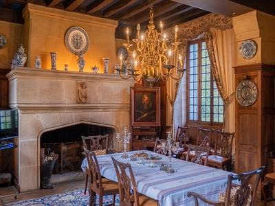 Historic manor house with 7 hectares of parc 30 minutes from Paris (A15) in the southern tip of the Vexin