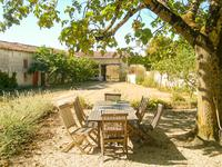 French property for sale in CONTRE, Charente Maritime - €318,000 - photo 2