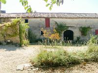 French property for sale in CONTRE, Charente Maritime - €318,000 - photo 9
