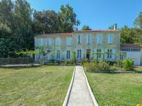 Une exquise propriété de 4 chambres à coucher à St Savinien.... c'est une trouvaille rare et absolument immaculée !