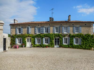 housein CHATEAUNEUF SUR CHARENTE