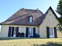 French property for sale in , Gironde - €318,000 - photo 2