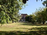French property for sale in , Gironde - €318,000 - photo 4