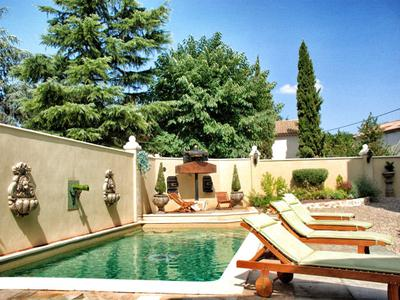 Close to Beziers, luxurious 5-bedroom property with 450 m² of accommodation, a great entertaining area with private cinema, a garage and a swimming-pool.