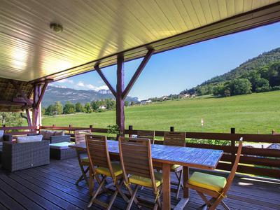 For Sale in Annecy le Vieux, beautifully-presented loft apartment with garden, garage and swimming pool. 292m², 4 bedrooms, peaceful hamlet in privileged surroundings