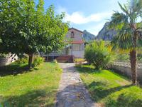 Superbe maison 4 faces avec 4 chambres, terrasses, jardin, grand garage et 1,4 hectare de terrain.