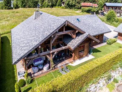 Exceptional recently constructed 5-bedroom chalet for sale in quiet location in Les Carroz, with high end interior finish throughout, a wealth of amenities and excellent holiday rental potential. Exclusive to the Leggett Immobilier website, don't miss the 360 degree virtual tours of the property.