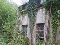 Une propriété abandonnée dans un grand terrain dans la belle Suisse Normande