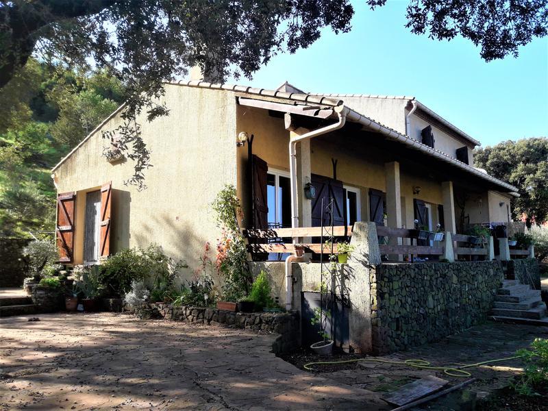 Maison A Vendre En Languedoc Roussillon Herault Lacoste Vue Imprenable Pour Cette Villa De 4 Chambres De 125m2 Habitables Sur Un Jardin De 15 600m2 Avec Une Dependance Attenante De Pres