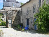 French property for sale in ASNIERES LA GIRAUD, Charente Maritime - €210,600 - photo 2