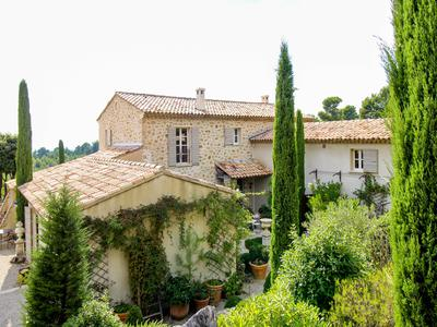 Tourtour -  An exceptional property offering 2 beautiful houses both with a swimming pool and gorgeous views, a total of 13 rooms, outbuildings and stunning outside spaces