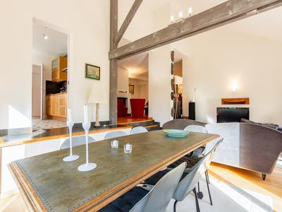 Magnificent architect house of 249 m², 5 bedrooms, on a plot of 2216 m², located in one of the most chic districts of Beaune, quiet. Côte d'Or, Burgundy.