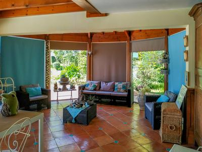 South facing villa 270m² 4 bedrooms plus attached independent studio. Outbuildings ( garages -chai) of approximately 180m² - Free form pool of more than 70m² on travertine terrace of more than 100m² - Summer kitchen- Wooded and enclosed land with 2 independent entrances of 5827m² including 2 lands which can be separate from the property .