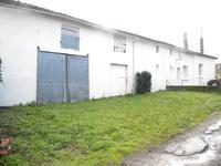 Tres bien renovée maison dans un hameau de sept maisons.  Bien restaurée, sera bonne maison secondaire, ou logement familiale.