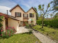 Maison de bourg à St Pardoux la Rivière avec jardin, 2 garages, et terrain non-attenant à côté de la rivière Dronne. En Périgord Vert, en Dordogne.