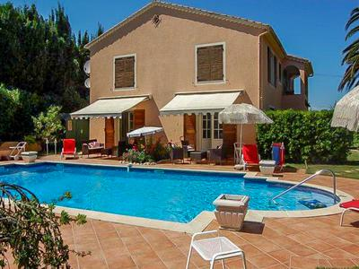 Detached 7 bedroom villa near St Tropez with a pretty sea view.