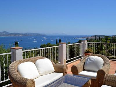 Splendid 4 Bedroom Villa with infinity pool and sea views in Saint Tropez