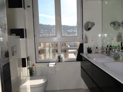 Nice - Port. Beautiful bright 1 bedroom apartment overlooking the port of Nice