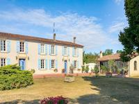 French property for sale in BARBEZIEUX ST HILAIRE, Charente - €304,950 - photo 9