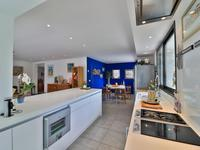 French property for sale in Carqueiranne, Var - €1,700,000 - photo 4