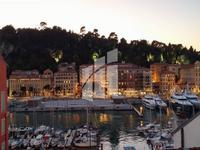 Nice Port - très bel appartement d'une chambre, avec une vue magnifique sur le port jusqu'au château de Nice, rénové avec goût à un haut niveau