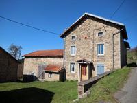 Proche de Vichy, maison en pierre avec dépendances, située sur un terrain de 1800 m2