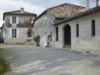 French property for sale in Saint Dizant Du Gua, Charente-Maritime - €422,500 - photo 2