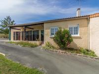 French property for sale in Avy, Charente-Maritime - €152,250 - photo 2
